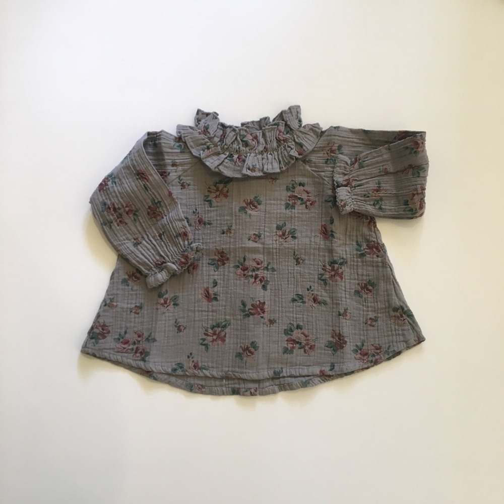 Flower print blouse with double ruffled neck Grey1