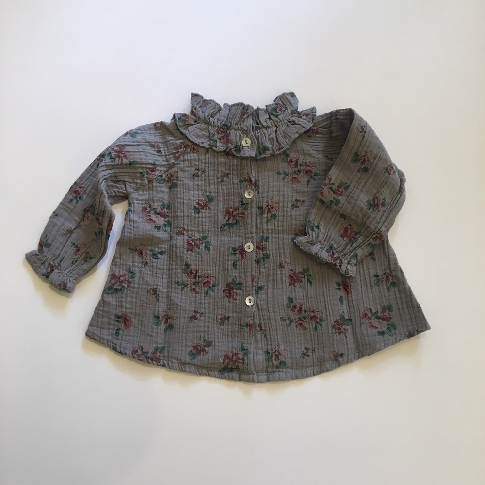 Flower print blouse with double ruffled neck Grey2
